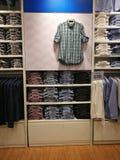Tiendas de ropa se descuentan que foto de archivo