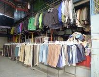 Tiendas de ropa usadas Imagen de archivo libre de regalías