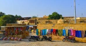 Tiendas de souvenirs en el fuerte de Jaisalmer imagenes de archivo