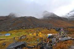 Tiendas en el campo bajo de Annapurna, Nepal Foto de archivo