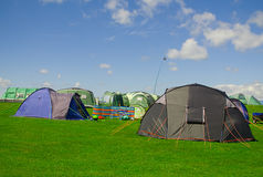 Tiendas en un sitio para acampar Fotografía de archivo libre de regalías