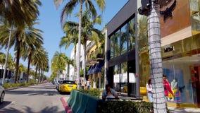 Tiendas exclusivas en Rodeo Drive en Beverly Hills - LOS ANGELES, los E.E.U.U. - 1 DE ABRIL DE 2019 almacen de video