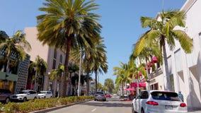 Tiendas exclusivas en Rodeo Drive en Beverly Hills - LOS ANGELES, los E.E.U.U. - 1 DE ABRIL DE 2019 almacen de metraje de vídeo