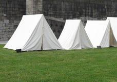Tiendas militares blancas de la vendimia Foto de archivo libre de regalías