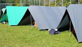 Tiendas puestas en un camping imagen de archivo libre de regalías
