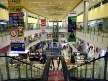 Tiendas y tiendas dentro de la ciudad Masinag del SM Fotos de archivo