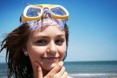 Tiener bij het strand Stock Afbeeldingen