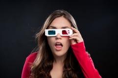 Tiener die 3D bioskoopervaring heeft Stock Foto