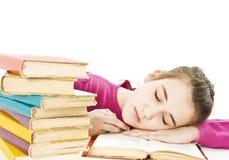 Tiener die bij het bureau bestudeert dat wordt vermoeid. Stock Foto's