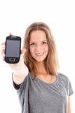 Tiener die een mobiele telefoon steunt Stock Foto