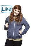 Tiener die het sociale media teken glimlachen houden Stock Fotografie