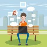 Tiener die Laptop in een Bank in het Park met behulp van, sociale netwerken, praatje, beeldverhaalstijl, vector royalty-vrije illustratie