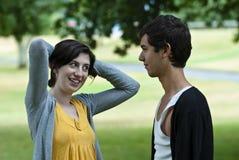 Tiener die met tiener flirt Royalty-vrije Stock Foto