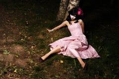 Tiener in het bos royalty-vrije stock foto
