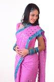 Tiener Indisch meisje met roze Sari stock afbeeldingen