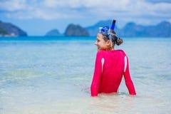 Tiener in materiaal van het bikini het dragende vrij duiken royalty-vrije stock afbeelding