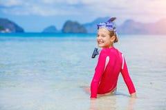 Tiener in materiaal van het bikini het dragende vrij duiken royalty-vrije stock foto's