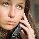 tiener meisje op telefoon Stock Foto's