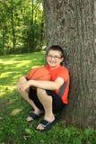 Tiener met basketbal Stock Afbeeldingen