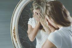 Tiener met geestelijke ziekte stock foto