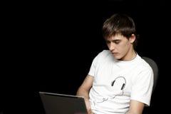 Tiener met laptop Stock Foto's