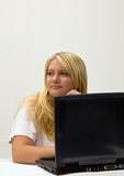 Tiener met laptop computer Royalty-vrije Stock Afbeelding