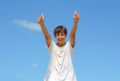 Tiener met omhoog duimen Royalty-vrije Stock Foto