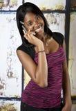 Tiener op cellphone Royalty-vrije Stock Afbeeldingen