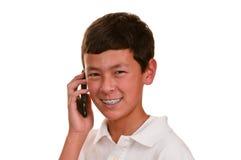 Tiener op cellulaire telefoon (cellphone) Stock Foto