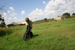 Tiener in platteland royalty-vrije stock afbeelding