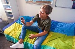 Tiener in zijn ruimte royalty-vrije stock afbeelding