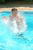 Tiener in zwembad Royalty-vrije Stock Foto