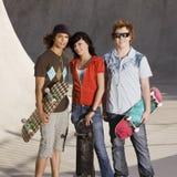 Tienerjaren bij skatepark Royalty-vrije Stock Foto's