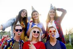 Tienerjaren die een partij hebben Royalty-vrije Stock Fotografie