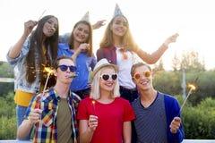 Tienerjaren die een partij hebben Royalty-vrije Stock Foto