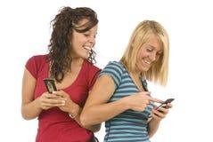 Tienerjaren die Herziene Tekstberichten delen stock fotografie