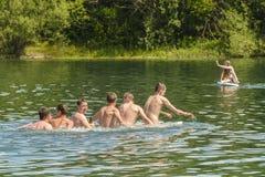 Tienerjaren op Mammendorf-meer, Beieren, Duitsland Royalty-vrije Stock Foto's