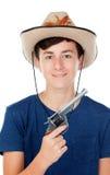 Tienerjongen met een cowboyhoed en een kanon Royalty-vrije Stock Foto's