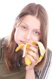Tienermeisje die banaan eten Stock Foto's