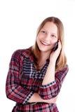 Tienermeisje die en op de telefoon lachen spreken Royalty-vrije Stock Foto's