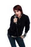 Tienermeisje het zingen met een microfoon Stock Foto's