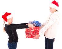 2 tienermeisje met een Nieuwjaargift Stock Afbeelding