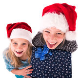 2 tienermeisje met een Nieuwjaargift Royalty-vrije Stock Afbeelding