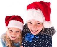 2 tienermeisje met een Nieuwjaargift Royalty-vrije Stock Afbeeldingen