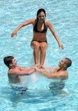 Tieners in de pool Stock Fotografie