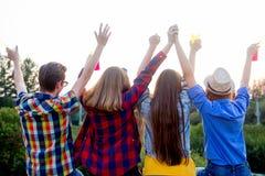 Tieners die buiten lopen Stock Foto