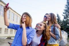Tieners die buiten lopen Royalty-vrije Stock Foto