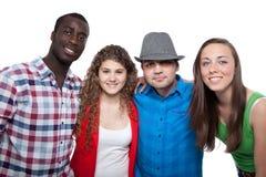 Tieners die en pret glimlachen hebben Royalty-vrije Stock Afbeelding