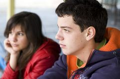 Tieners die over problemen denken Stock Foto's