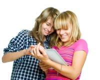 Tieners die tabletPC met behulp van Stock Afbeelding